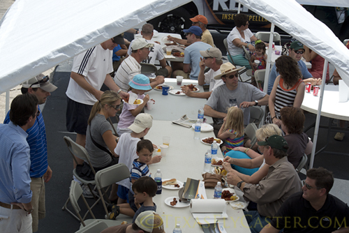 Huge crowds and free mudbugs at Tailwaters Dallas
